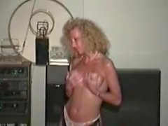 Classic Swinger Wife loves black dick