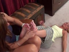 Bedtime cócegas para Shelby com Mulheres maduras Nikki