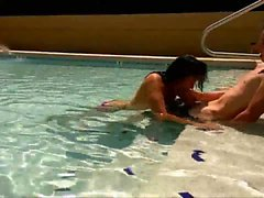 Amateur girl sucking dick in pool