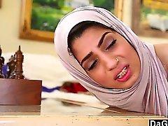 Dagfs arabischen Küken Nadia Ali Tastes weißen Hahn