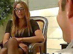 Massiven Hahn Busty Transvestit fucks Typ