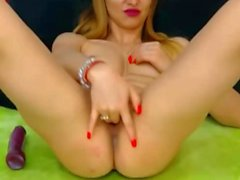 Blonde babe fingers herself on webcam