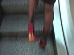 De l'UNE Bourgeoise FAIT SES des cours les bas noirs coutures et produit Jupe droite