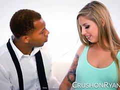 CrushGirls - Ryan entschuldigt sich, dass er seinen großen schwarzen Schwanz lutscht