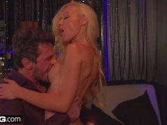 BANG Признания Кайден Кросс сексуальный танец на коленях приводит к попу порево