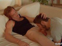 Langhaarige Rotschopf Homosexuell James Jamesson gibt Blowjob und wird gefickt