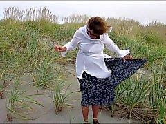 Rita an einem windigen Tag am Meer