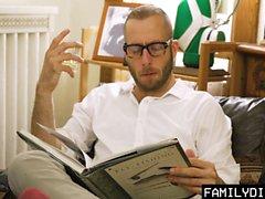 FamilyDick - Un papa plus âgé fait de la cerise vierge