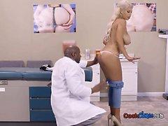 Sakeutetusta Potilaan Bridgette B Getsissä alaston Jotta tohtori