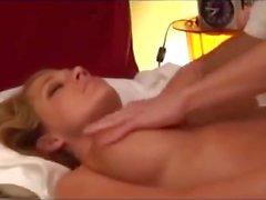 Heta blonda Hustru Fucked Efter att ha gratis massage