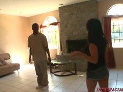 Hot Maid Lorena Sanchez reitet großen schwarzen anaconda