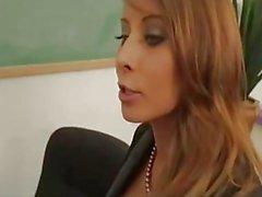 Madison Ivy ist eine vollbusige Brünette Lehrer