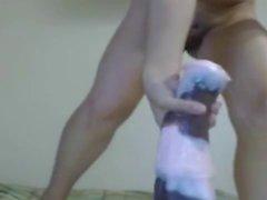 Muchacha Bonita socando monstro Dildo kA buceta