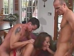 MomsWithBoys - Fishnetted MILF anale, Gangbang DP