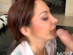 Sucking и принимать его у нее между олухах