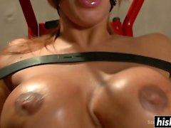 Ava Devine gode di una certa azione BDSM