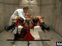 Ava Devine goza de alguma ação BDSM