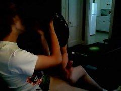 Zwei gay hot Twinks wichsen zusammen