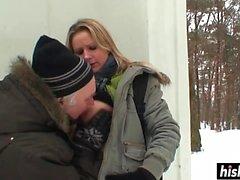 Poussin Nasty se fait baiser à l'extérieur dur