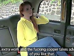 Amateur Rotschopf im Rücksitze für einen kostenlosen Tarif gefickt