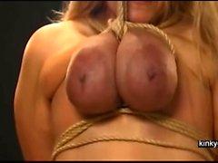 esclave monte via les seins