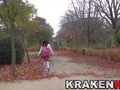 Krakenhot - aluna provocante bonito no parque