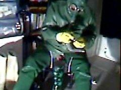 Un vieux vid branler en caoutchouc vert.