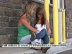 Rilee ve Sara hoş bir Lezbi öpen ile kamuda memeleri yanıp söner