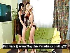 Fantastiska brunett och blont lesbiska FINGRANDE och slickar mesar i en tre sätt lesbisk orgie