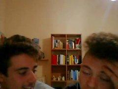 Italia Cute Shy Ystävät Näytä Heidän Hot Pyöreä Selkämä Kääntäjä esitys