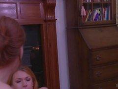 Stefani Sonder fickt Aspen Brooks 'Arschloch