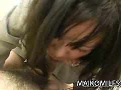 De Makiko Nakane - Maman japonaise en écartant les cuisses pour disque du sexe
