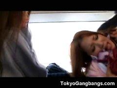 Köyhä aasialainen Koulutyttö gangbanged jonka Pervs !