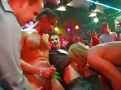 Homosexuell Stollen auf den Tisch zwischen Geld fickte