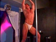 Mark Dalton Striptease in umgekehrter Reihenfolge