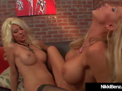 Finger hakkaat Blondit Nikki Benz & Jazy Berlin Cum Hard!