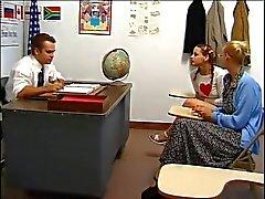 Treccia della scolara E Suo zia punito con di Classe insegnante