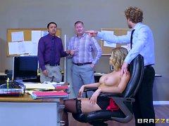 Brazzers - Kagney Linn Karter fattar big dick