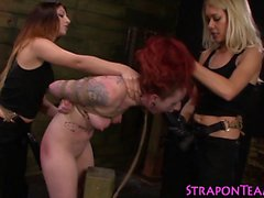 Bağlı lezbiyen köle