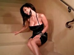 Di Denise Milani Hot su più scalini - per non nudi