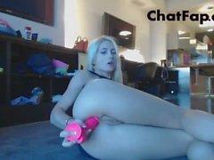 Sexy Webcam Mädchen Streifen und dann masturbiert mit zwei Spielzeug in anal Pussy