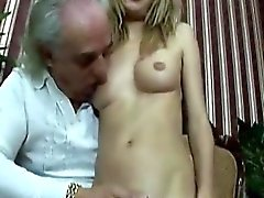 Old Guy Gets A Chance To Fuck Un incroyable jeune beauté dur