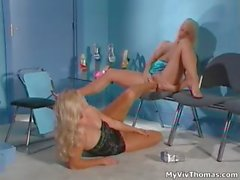 Sexy blonde babe gets horny rubbing