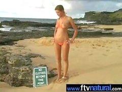 Carli Bank naken den Strand