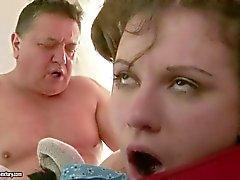 Vovô porra menina adolescente desobediente