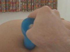 In blau Spielzeug für eine Transen Arsch