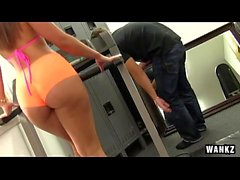 RoundJuicyButts - Kelsi Monroe - Gym Rat Creeps Ass-tastic Babe NEW (WANKZ March 19, 2015) NEW
