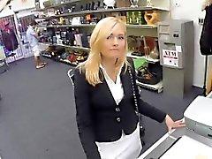 Maduras a Holly consigue el Plowed En departamento de empeño