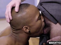 Big dick gay interracial con corrida