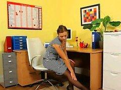 Hoch Reizvoller Sekretär des posiert in Büro